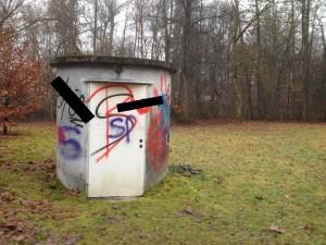 Vöckalbruck, hinter der Varena; Foto wurde wegen rechtsextremer Symbole geschwärzt